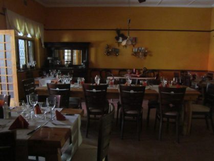 Original Country Hotel in Hermon a 10 Minute drive to Riebeek Kasteel