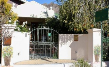 Montagu-Western Cape-English Country Garden & Magnificent Surrounding Mountain Views